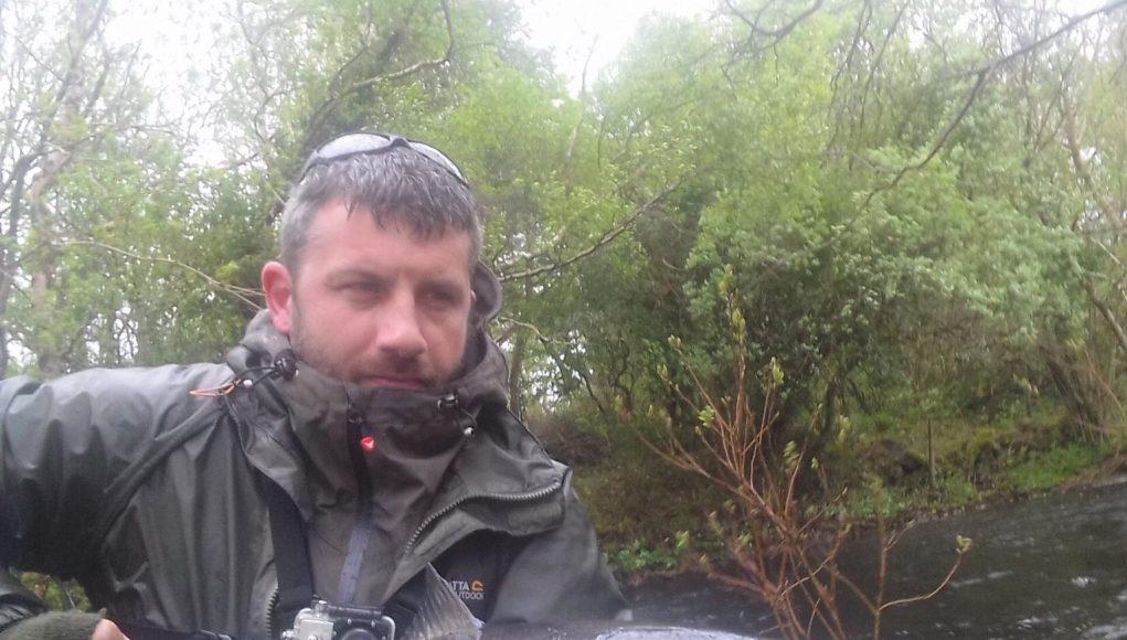 Julian Ciconte setzt seinen 18lb Lachs zurück. Julian gewinnt damit den Catch of the Week für diesen super Fisch. #CPRsavesfish