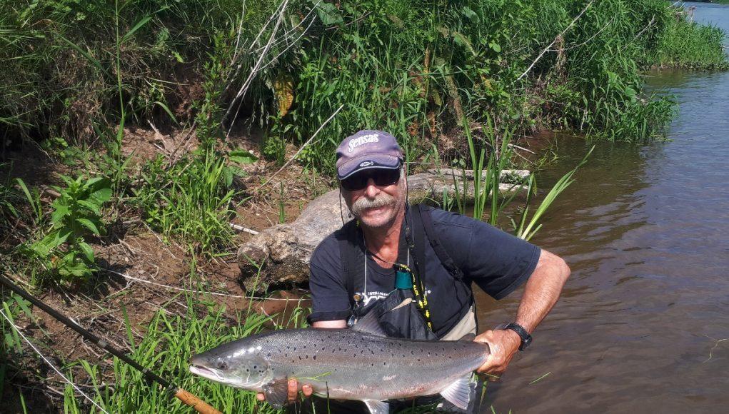 Jean Jacques Chaumet aus Frankreich mit einem Lachs aus dem River Suir. Unser Catch of the week- Gewinner. (Jean Jacques Chaumet, 2018)