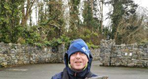 Mark Ryan mit seiner 7lbs Forelle, die nach dem Foto zurückgesetzt wurde.