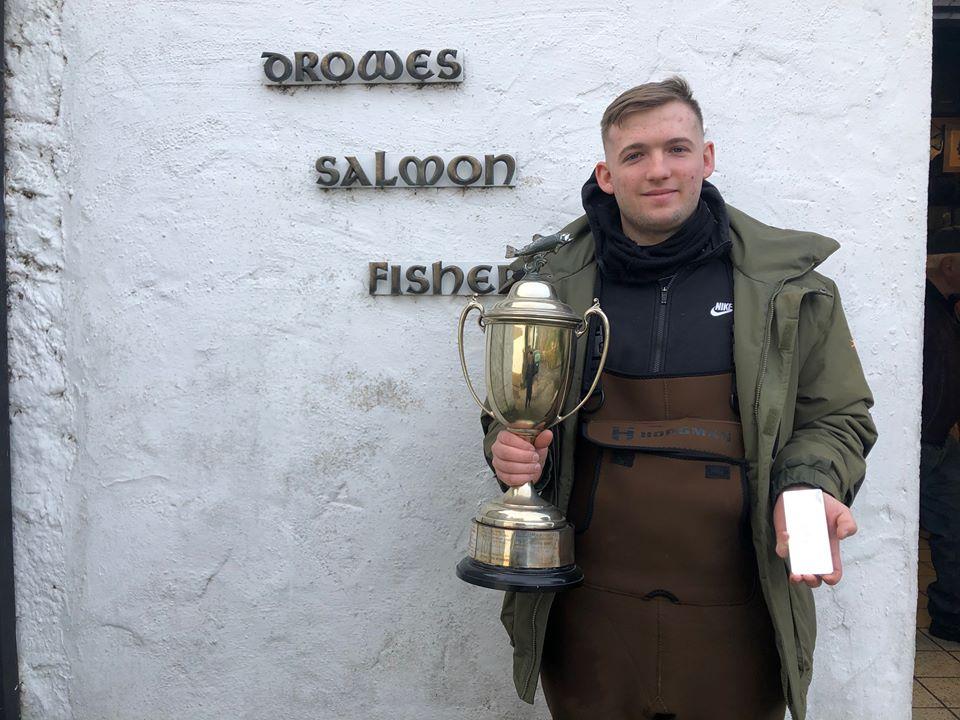 Nash Mc Daid mit dem Perpetual Cup und dem 1kg üure Silber